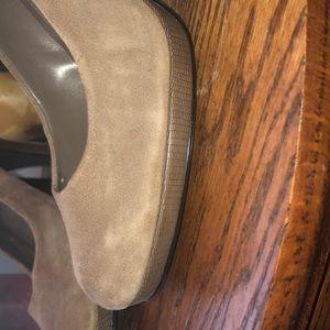 Bandolino Shoes - Taupe suede platform pumps